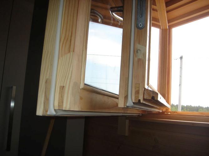 После окончания работ дверь необходимо очистить от пыли, протереть влажной ветошью, высушить и можно приступать к непосредственному окрашиванию
